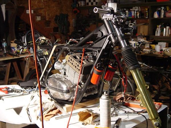 RD350-Cafe-Racer-14