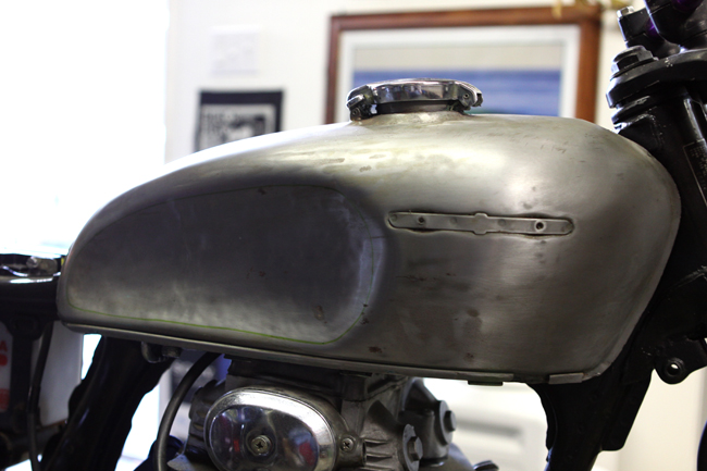 caferacersunited | how to make a cafe racer tank with knee dents