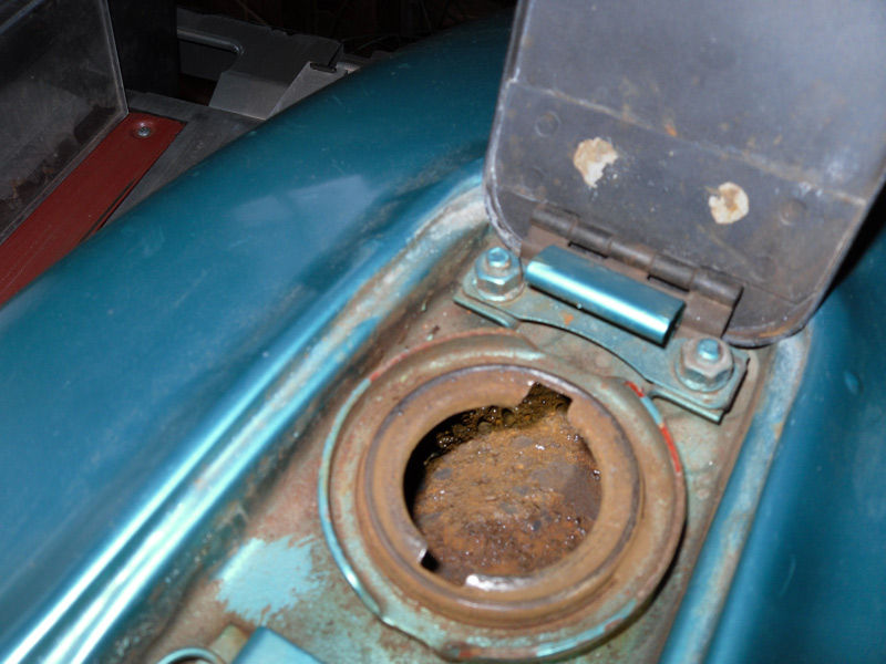 Remove Rust From A Fuel Tank 2