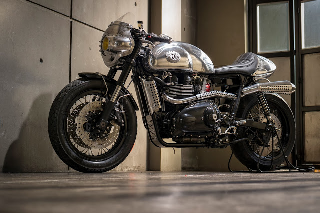 Thruxton Cafe Racer steampunk 1