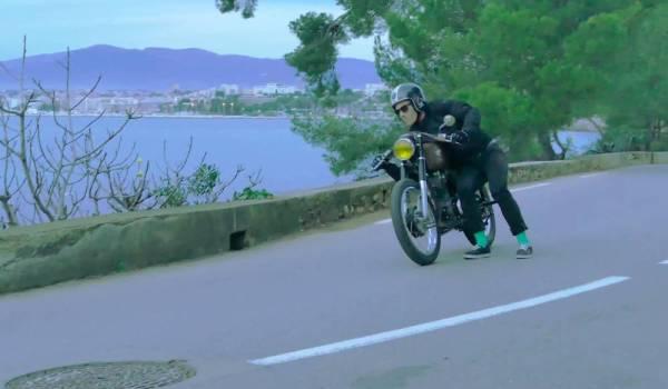 Cafe Racer Stunt