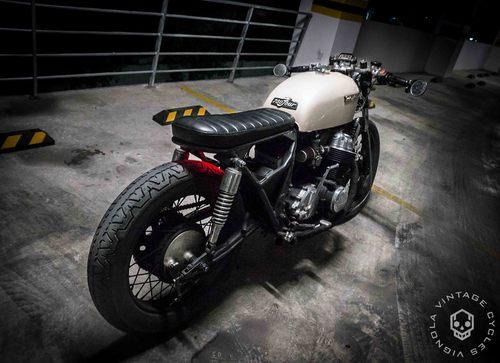 Honda CB750 Brat 1